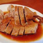 人気の広東料理、鹵水鴨(卤水鸭,アヒルの醤油煮)